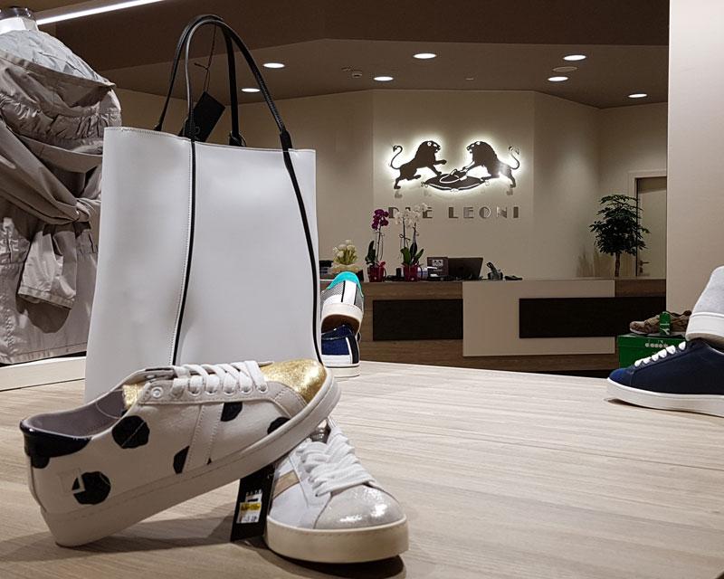 Arredamento negozio di calzature Due Leoni