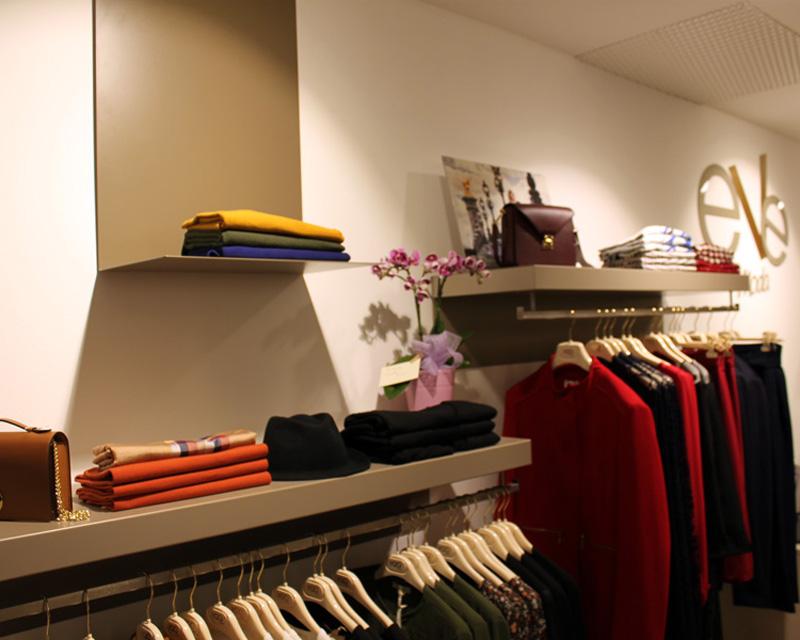 Arredamento negozio di abbigliamento donna Eve Moda