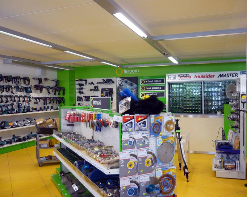 Arredamento negozio di ferramenta Fer-Com