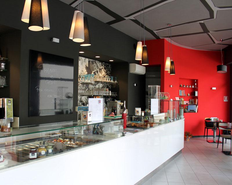 Arredamento bar caffetteria Sapori DiVersi realizzata ad Azzano X (Pn)