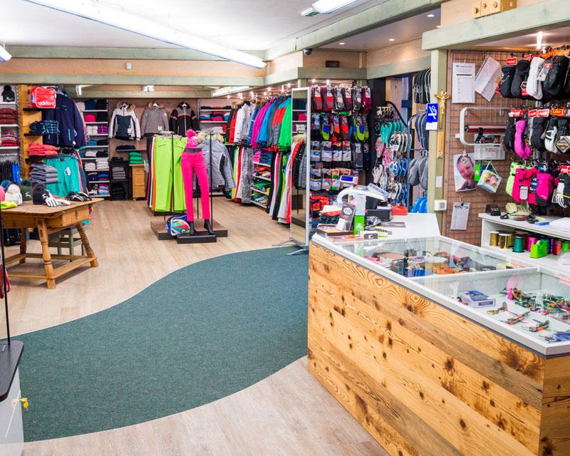 Arredamento negozio di abbigliamento sportivo Sport Corones