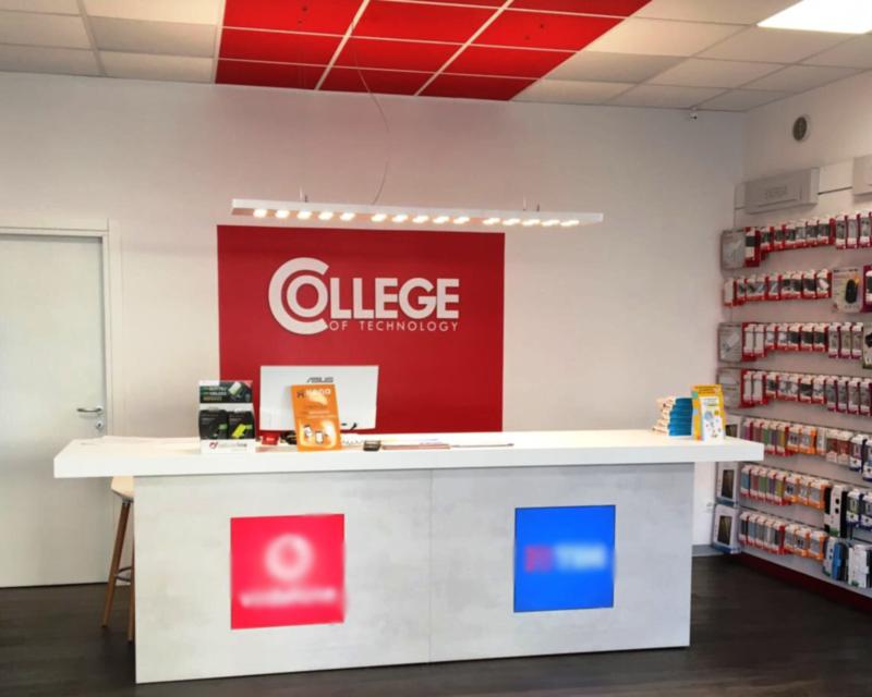 Arredamento negozio telefonia College - Conegliano