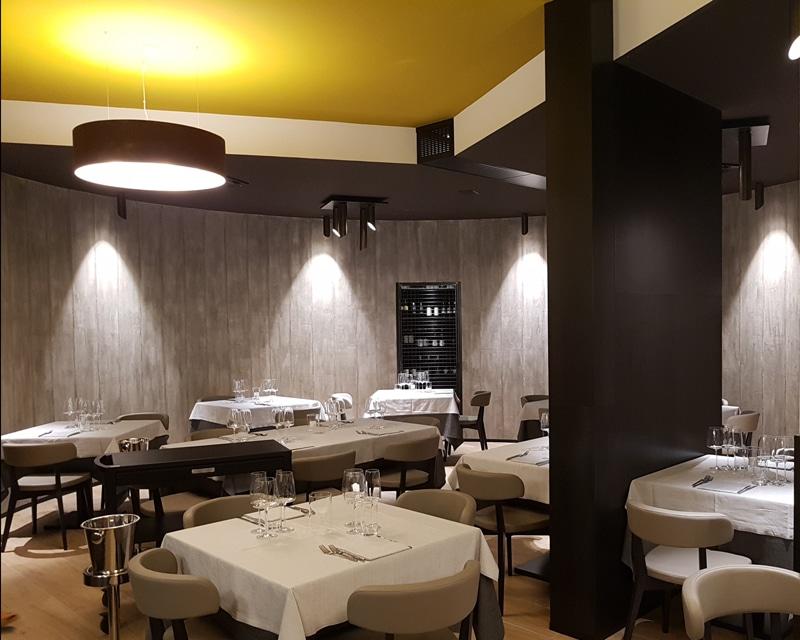Atmosfera metropolitana per il ristorante Antica Coltelleria di Maniago (Pn)