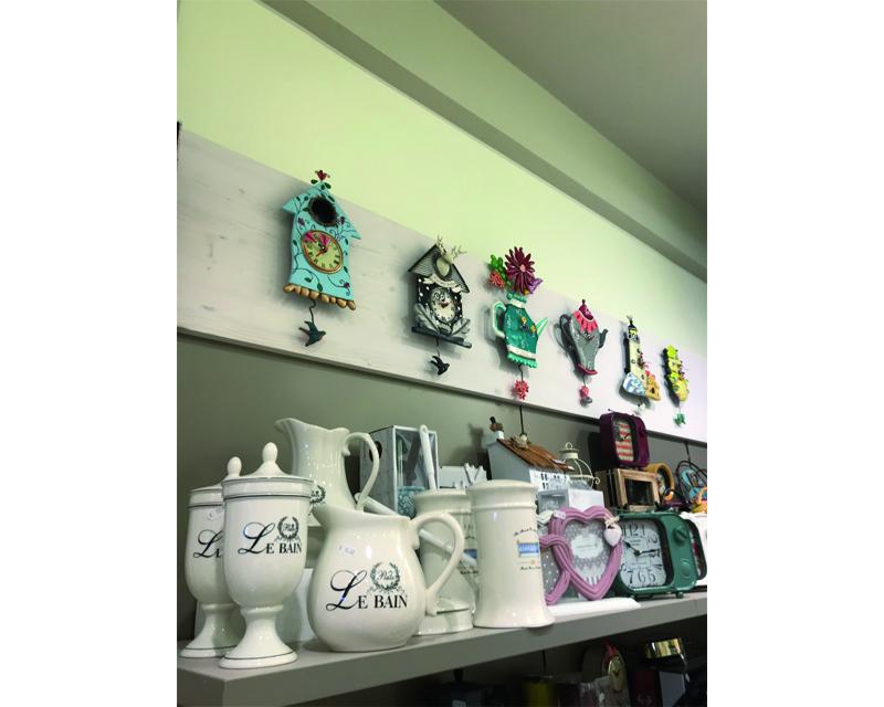 Arredamento negozio ceramiche a Bibione (Ve)