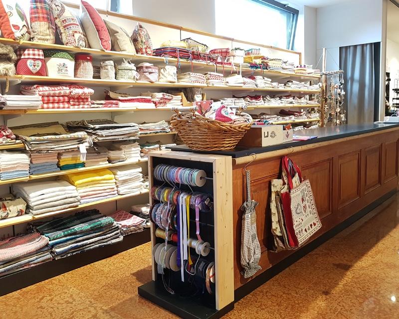 Centro d'acquisti SAPELZA - Dobbiaco