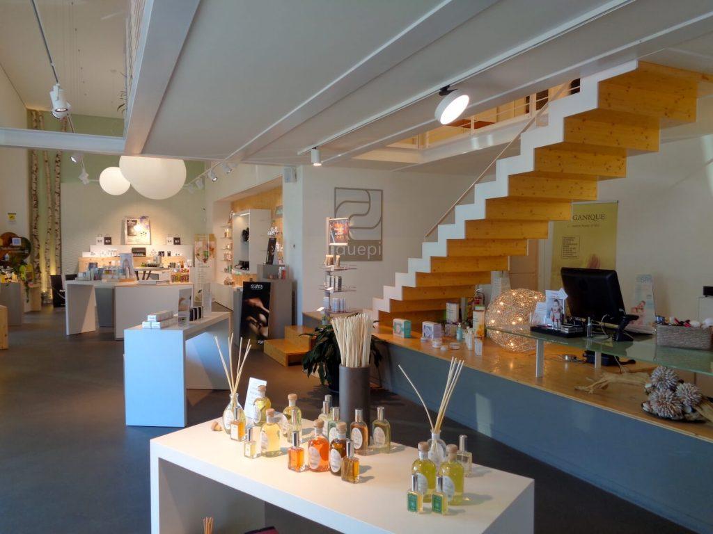 arredamento centro estetico, negozio con prodotti estetici, COMINshop