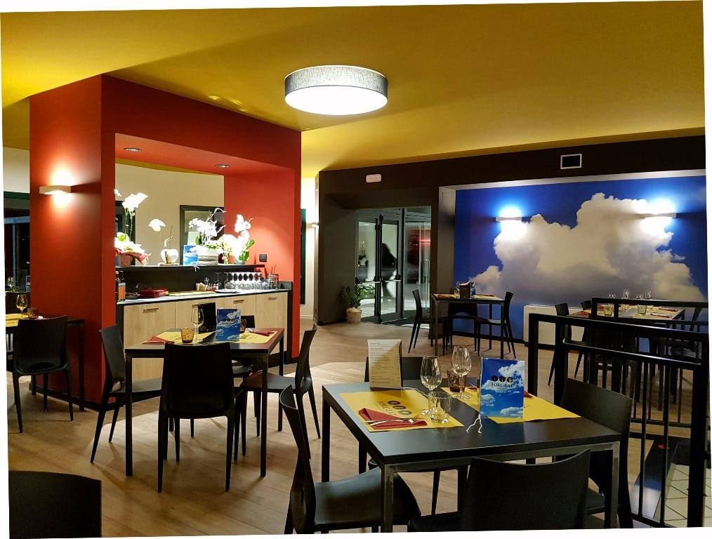 arredamento ristorante, sala con parete con nuvole, COMINshop