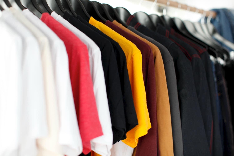 colori negozio, vestiti colorati appesi, COMINshop