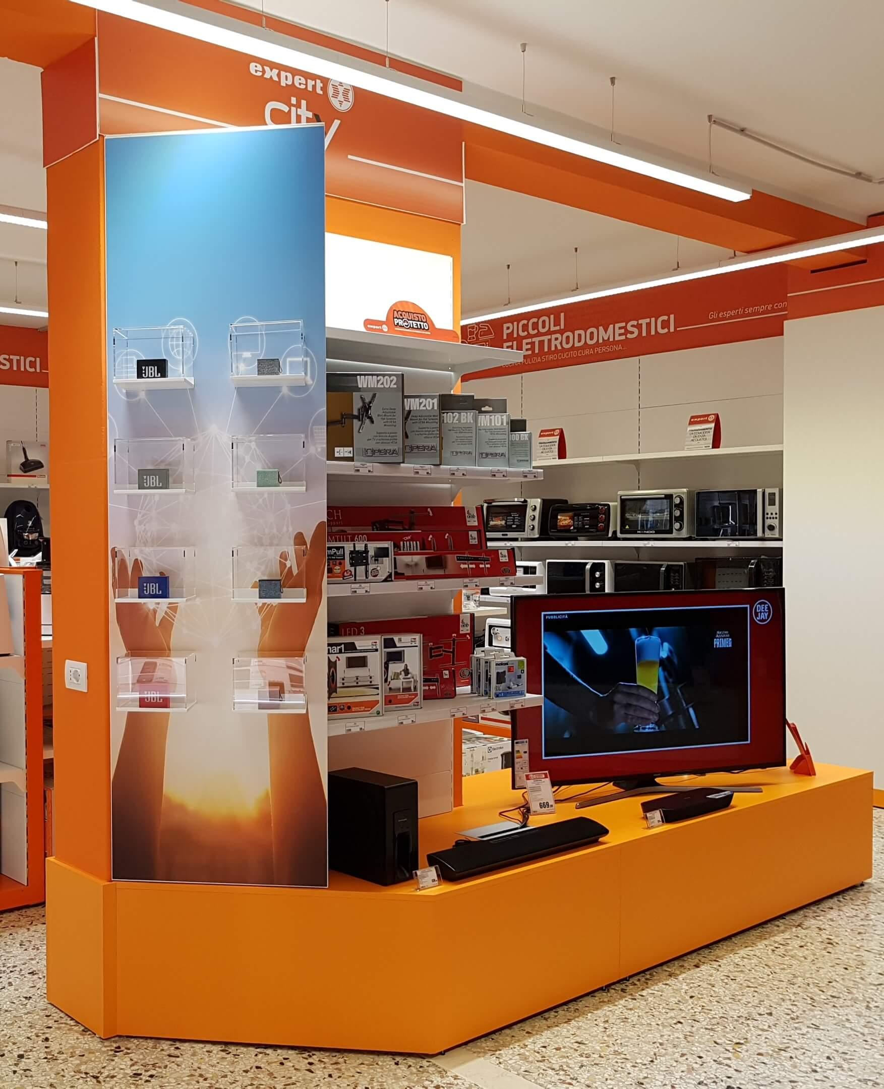 arredamento negozio elettronica, televisori e accessori, COMINshop