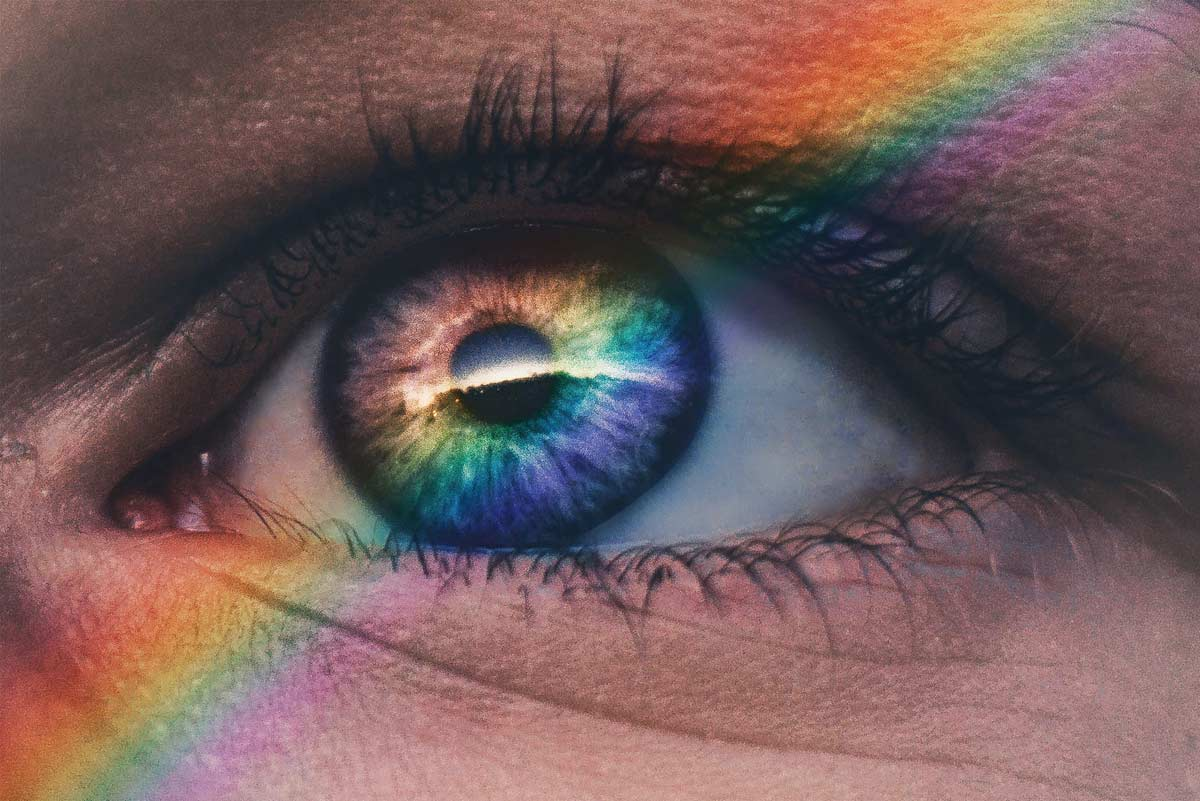 vetrine-estive-2020,-occhio-con-riflessi-arcobaleno