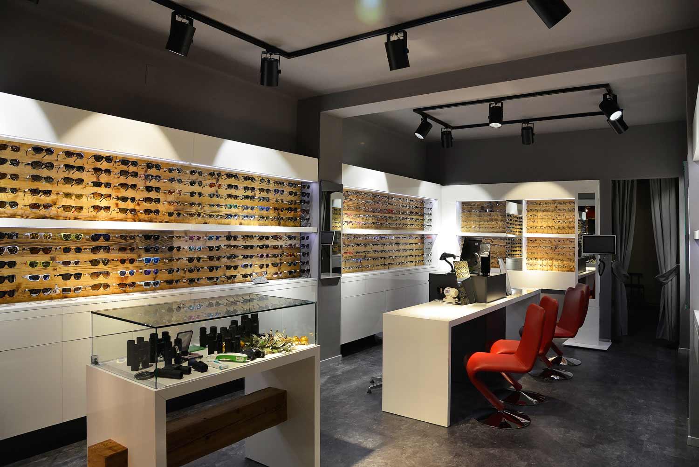 arredamento-negozio-di-ottica,-realizzazione-di-COMINshop-in-Alto-Adige
