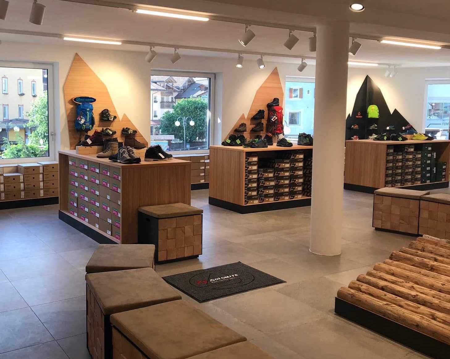 interno negozio di scarpe, COMINshop