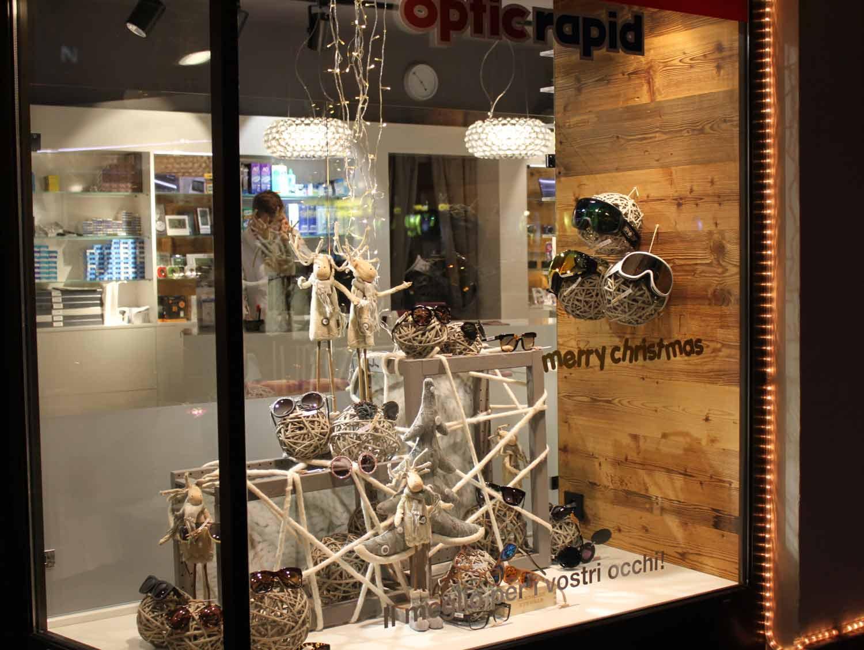 vetrine-natalizie,-vetrina-di-negozio-d'ottica-allestito-per-natal