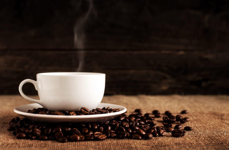 profumi per negozi, tazza di caffè con chicchi, marketing olfattivo nuove tendenze