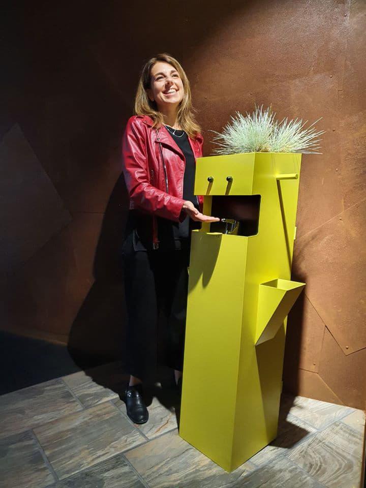 Elisabetta-Zanella-designer-COMINshop,-dispenser-per-negozi-e-locali