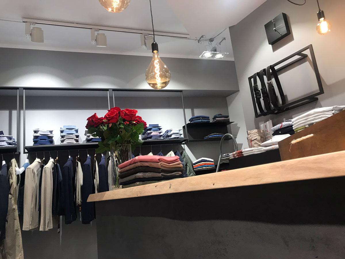 negozio-on-line,-arredamento-negozio-abbigliamento,-realizzazione-COMINshop-in-Friuli